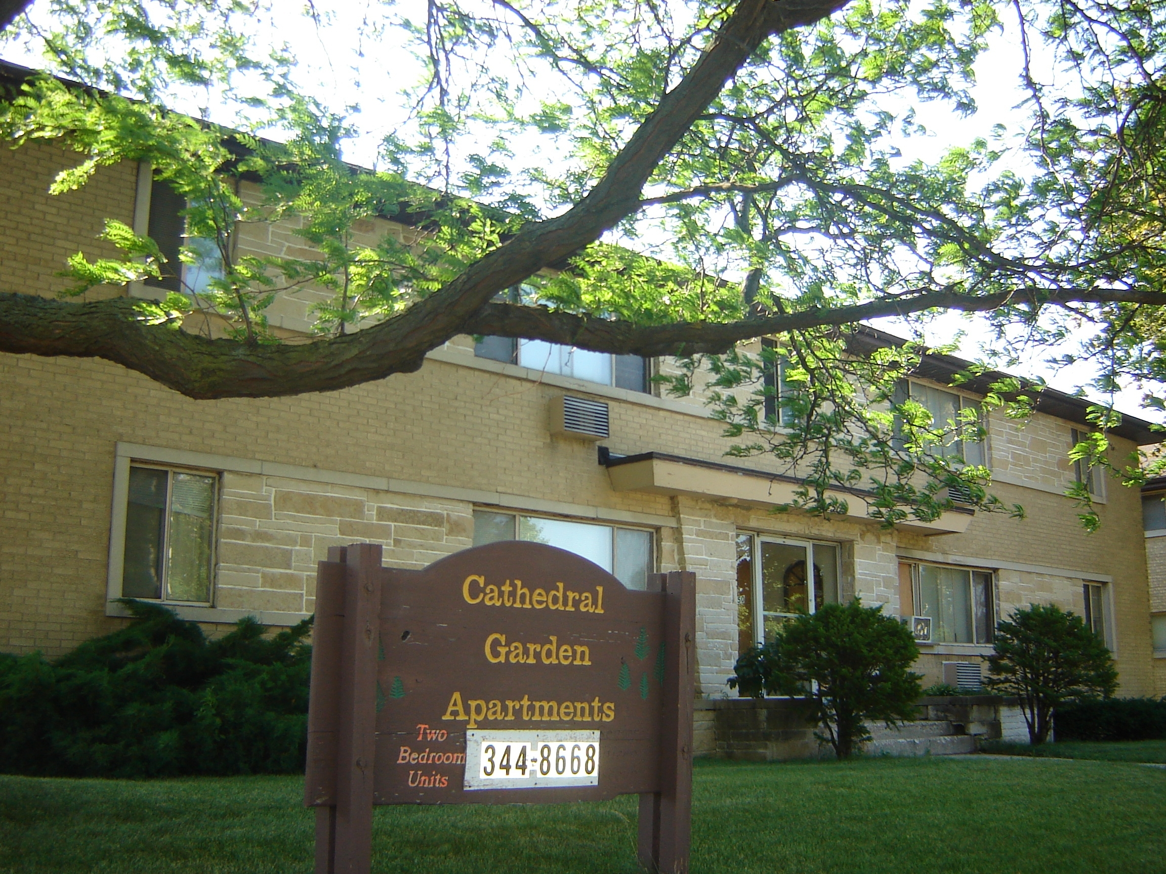 cathedral-garden-for-rent